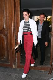 Kristen Stewart - Arrives and Leaves the TV Show