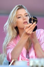 Lily Donaldson – Victoria's Secret Fashion Show 2016 Backstage