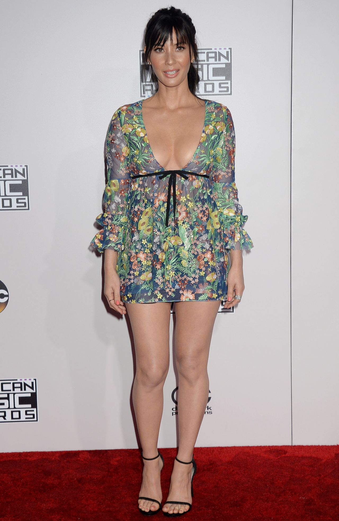 Olivia Munn 2016 AMA's