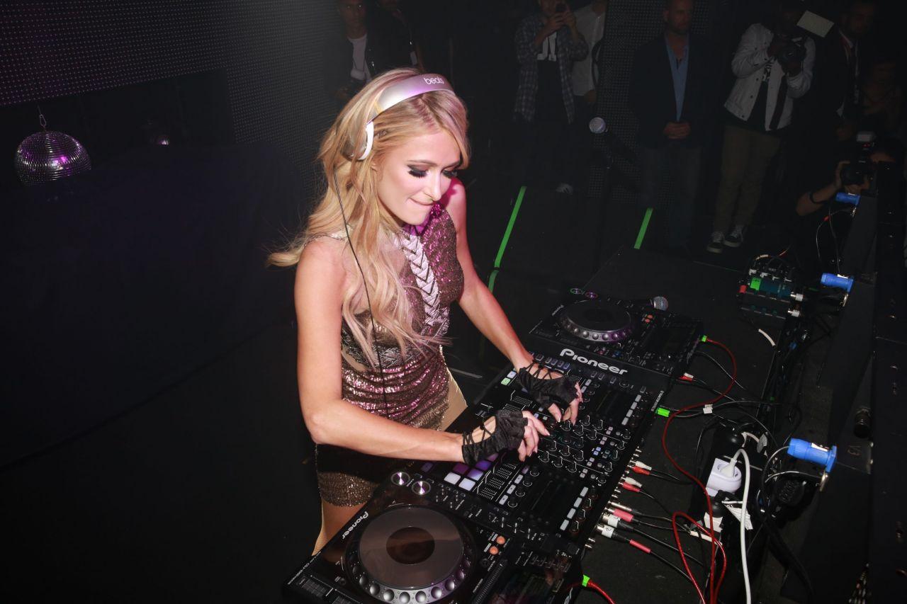 Paris Hilton Dj S At Crown Casino In Melbourne November