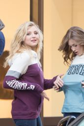 Rachel Hilbert, Grace Elizabeth & Zuri Tibby Pose in Front of the Mandarin Oriental in Paris 11/28/ 2016