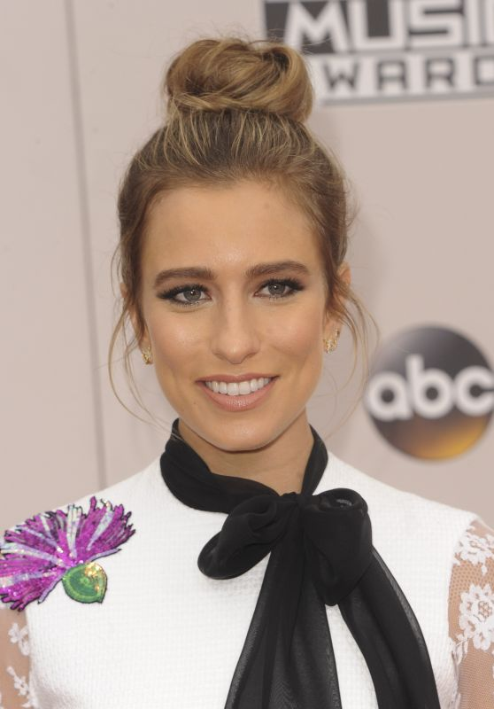 Renee Bargh – 2016 American Music Awards in Los Angeles