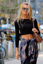 Romee Strijd Urban Outfit - Outside Victoria