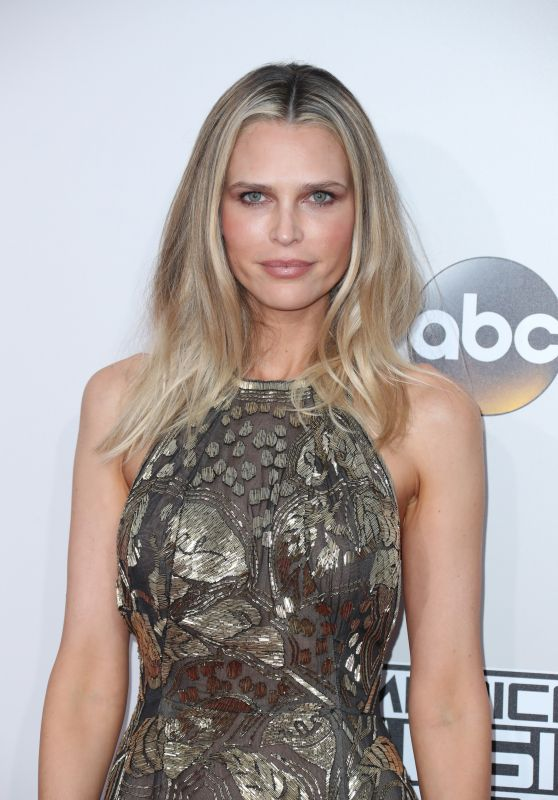 Sara Foster – 2016 American Music Awards in Los Angeles