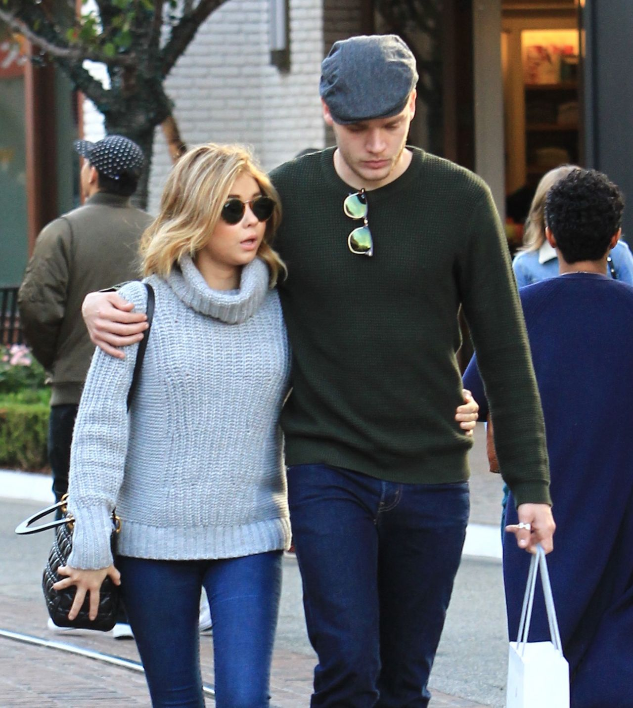 Sarah Hyland And Dominic Sherwood Christmas Shopping At The Grove