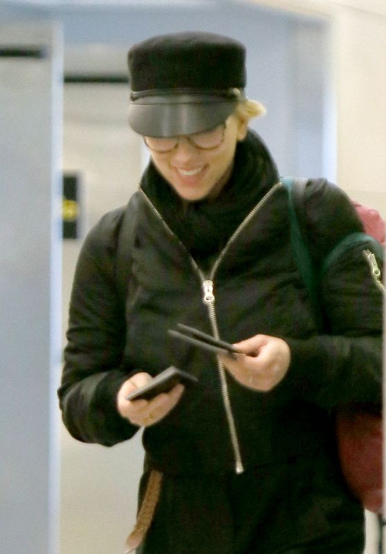 Scarlett Johansson at JFK Airport in New York 10/31/ 2016