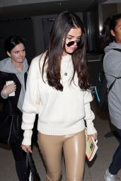 Selena Gomez - Arriving at LAX Airport in Los Angeles 11/28/ 2016