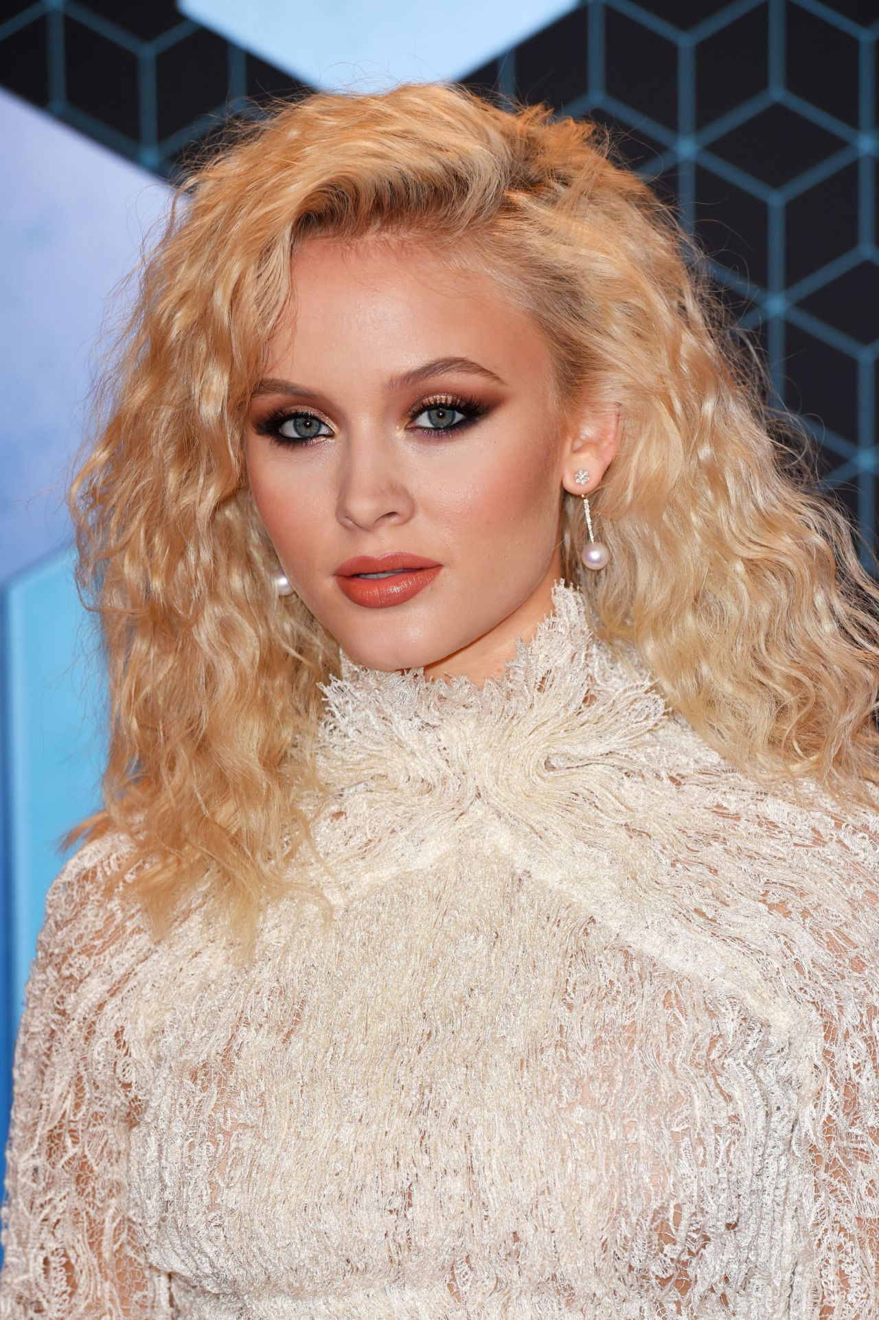 Zara Larsson - MTV Europe Music Awards in Rotterdam 11/6/2016
