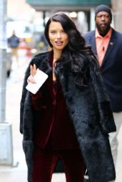 Adriana Lima - Arriving to