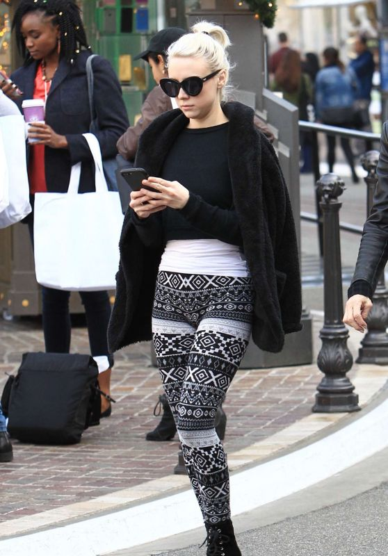 Alessandra Torresani - Shopping in Hollywood, December 2016