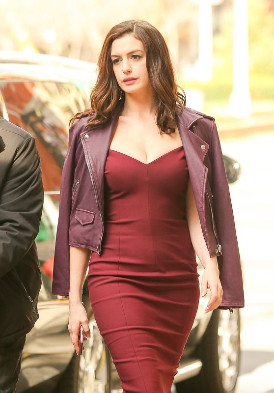 Anne Hathaway - 'Ocean's Eight' Set in New York 12/02/ 2016
