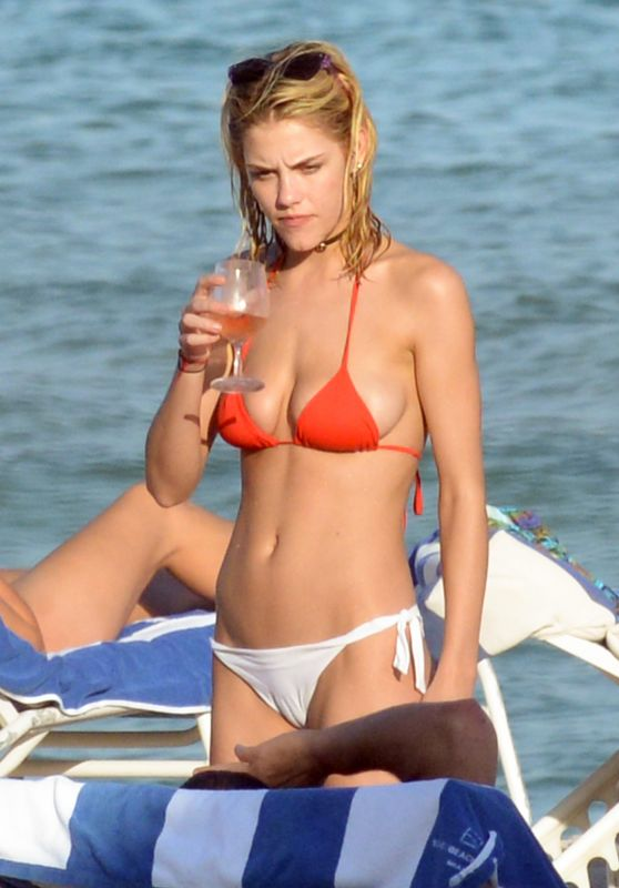 Ashley Smith in Bikini - Enjoys a Cocktail With Friends - Miami Beach 12/14/ 2016