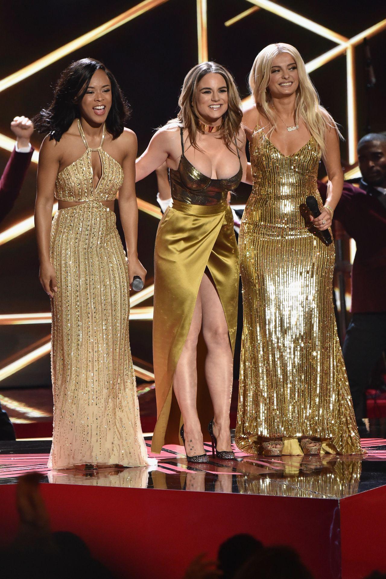 Bebe Rexha 2016 Vh1 S Divas Holiday Unsilent Night In