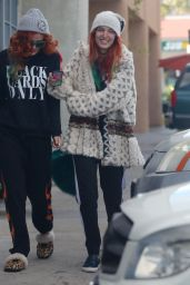 Bella & Dani Thorne - Out for Breakfast in LA 12/24/ 2016