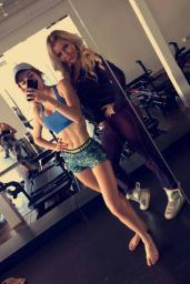 Bella Thorne Photos, December 2016
