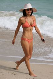 Bethenny Frankel in a Bikini - Miami 12/3/ 2016