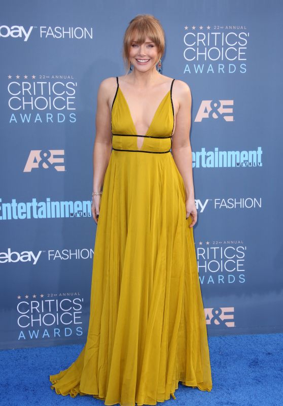 Bryce Dallas Howard – 2016 Critics' Choice Awards in Santa Monica 12/11/ 2016