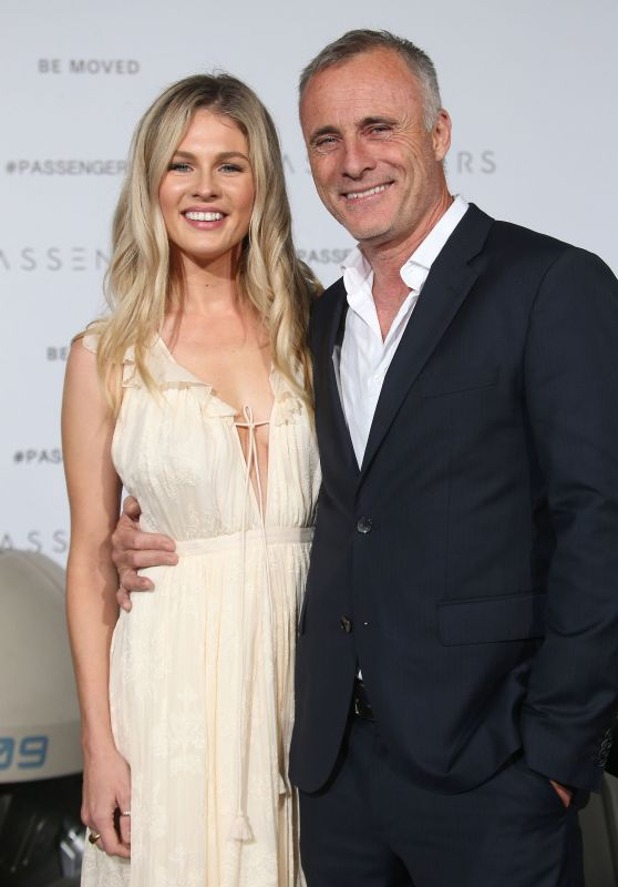 Caitlin Manley – 'Passengers' Premiere in Westwood