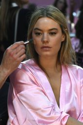 Camille Rowe – Victoria's Secret Fashion Show 2016 Backstage