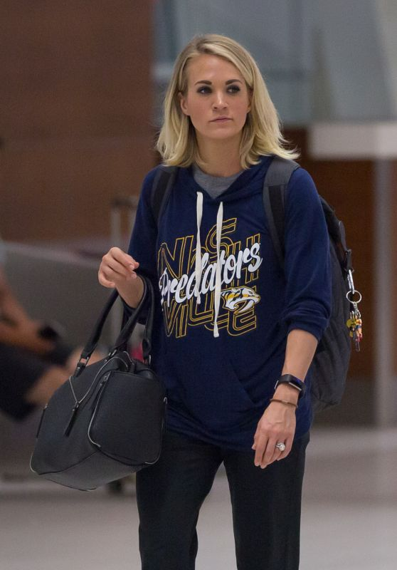 Carrie Underwood - Airport in Adelaide, Australia 12/4/ 2016