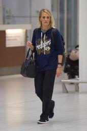 Carrie Underwood - Airport in Adelaide, Australia 12/4/ 2016