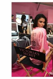 Daniela Braga – Victoria's Secret Fashion Show 2016 Backstage