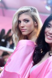 Devon Windsor & Ming Xi – Victoria's Secret Fashion Show 2016 Backstage