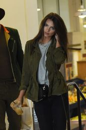 Emily Ratajkowski - Enjoys Lunch at Grand Central Market in Los Angeles12/14/ 2016