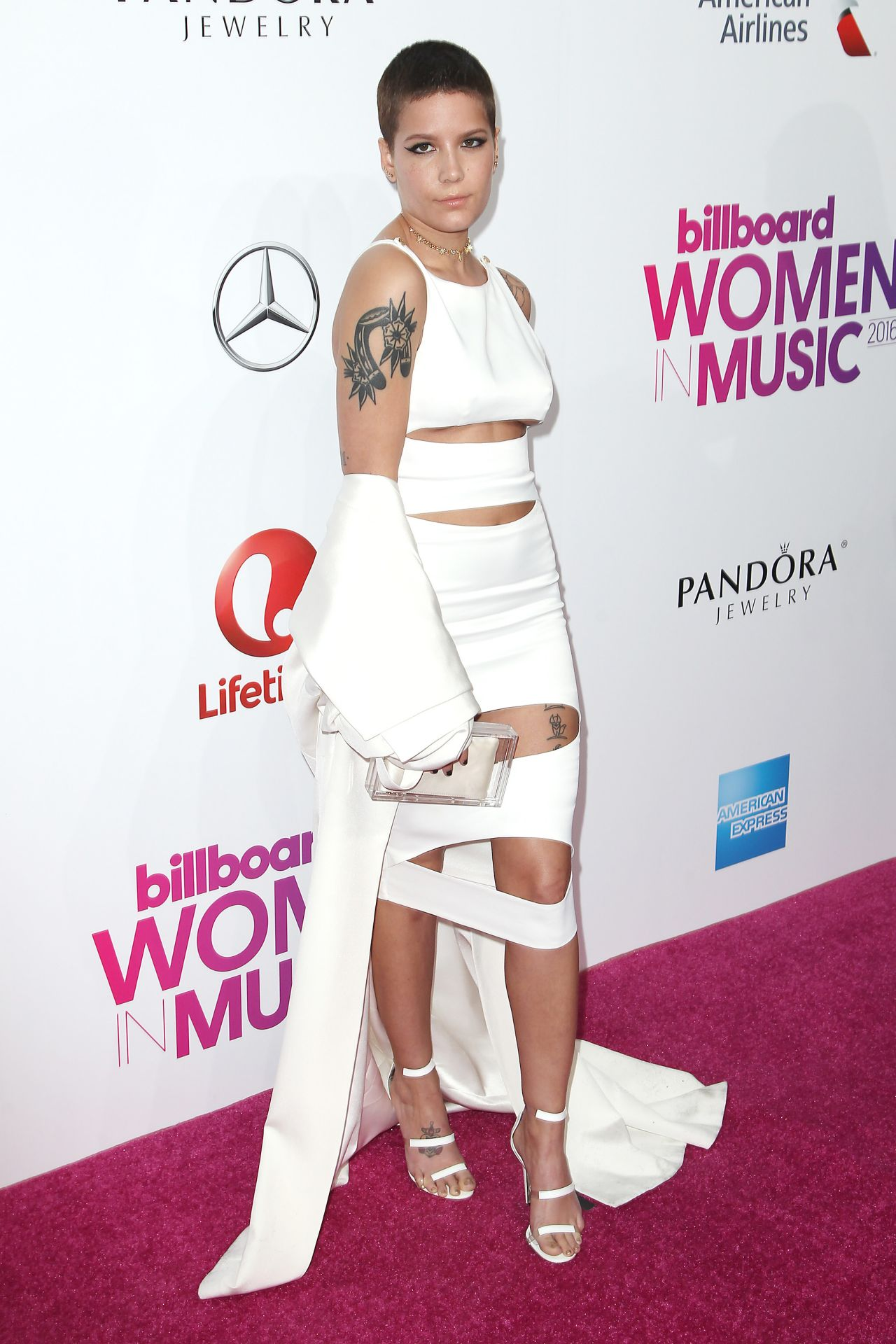 halsey women Halsey gave new details about her multiple instances of sexual abuse in her powerful freestyle poem at the women's march in new york city.