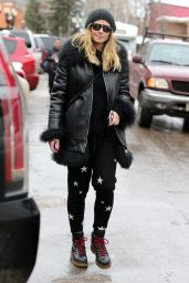 Heidi Klum Winter Style - Shopping in Aspen 12/22/ 2016