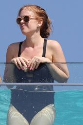 Isla Fisher - On a Balcony at Bondi Beach 12/13/ 2016