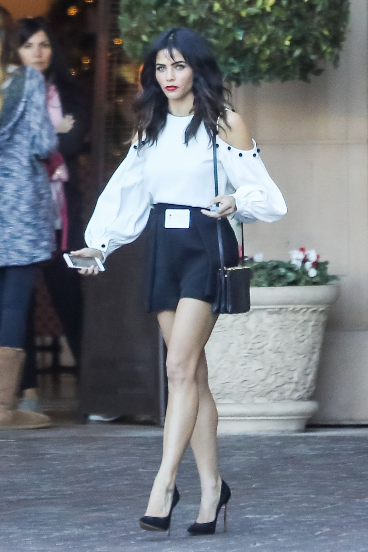Jenna Dewan Leaving Business Lunch At The Montage In