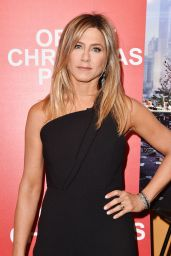 Jennifer Aniston – 'Office Christmas Party' Screening in NYC