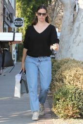 Jennifer Garner at The Line and Moon Juice in West Hollywood 12/5/ 2016