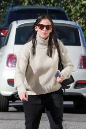 Jennifer Garner - Going to Church in LA 12/4/ 2016