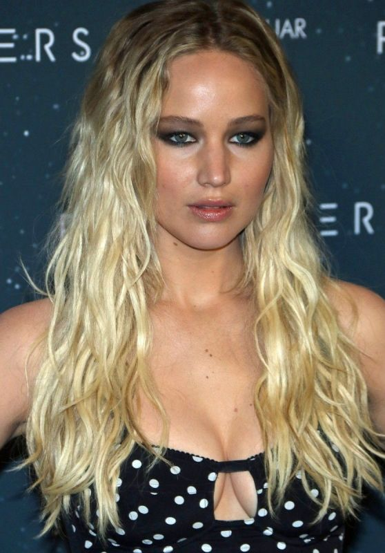 Jennifer Lawrence - 'Passengers' Photocall in Berlin 12/2/ 2016