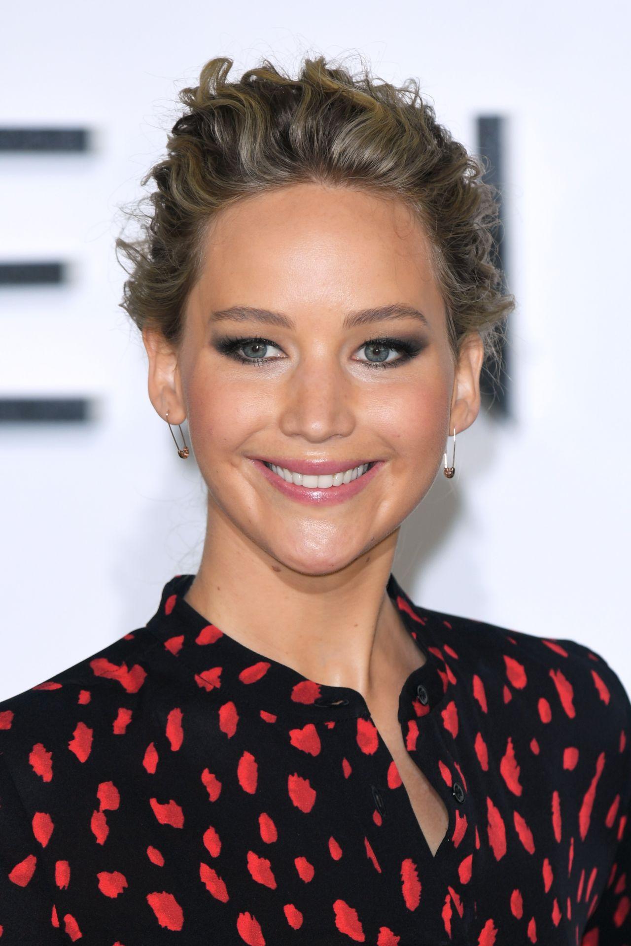 Jennifer Lawrence - 'Passengers' Photocall in London, UK