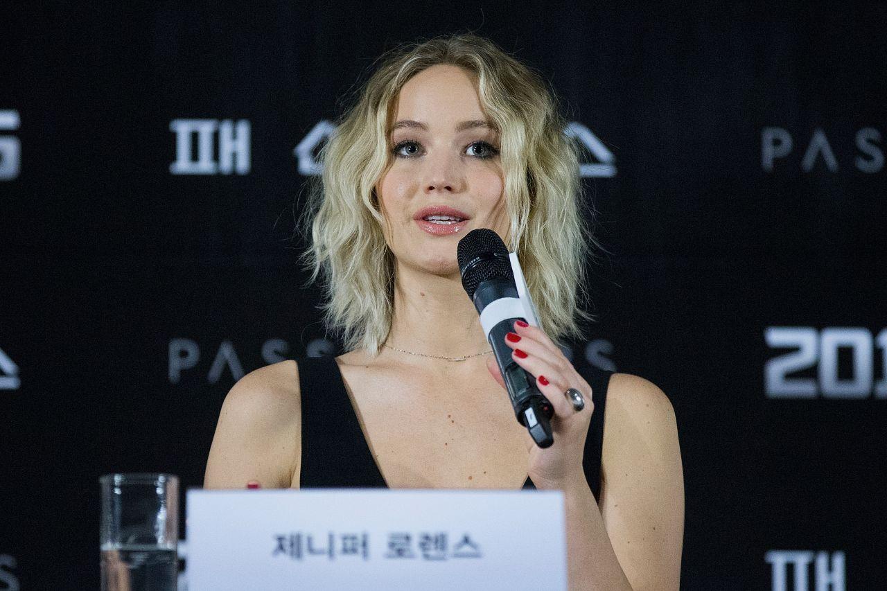 Jennifer Lawrence - 'Passengers' Photocall in Seoul 12/16 ...