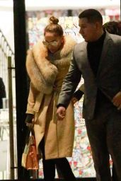 Jennifer Lopez - Shopping in Barney