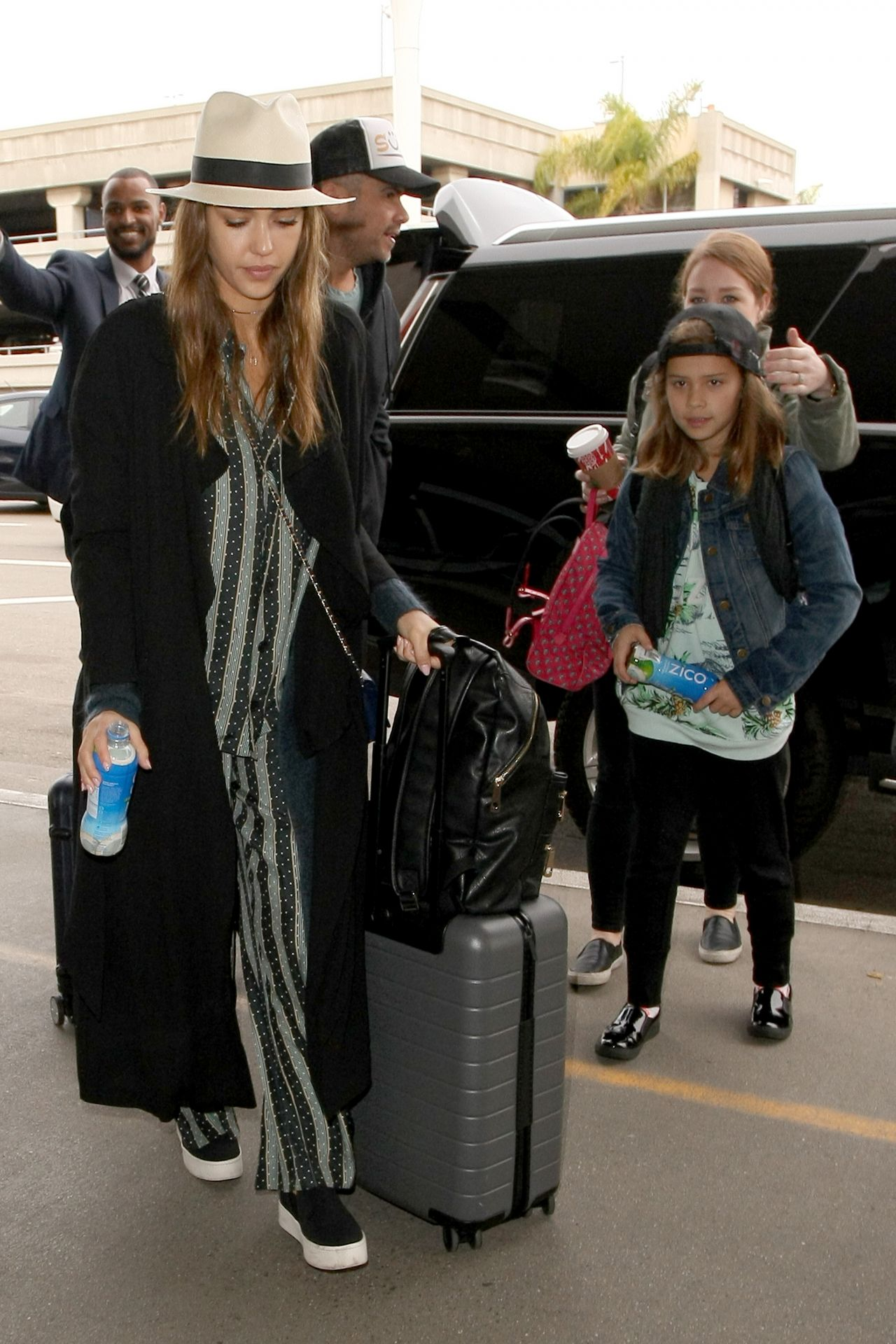 http://celebmafia.com/wp-content/uploads/2016/12/jessica-alba-arrives-at-lax-airport-in-los-angeles-12-26-2016-3.jpg