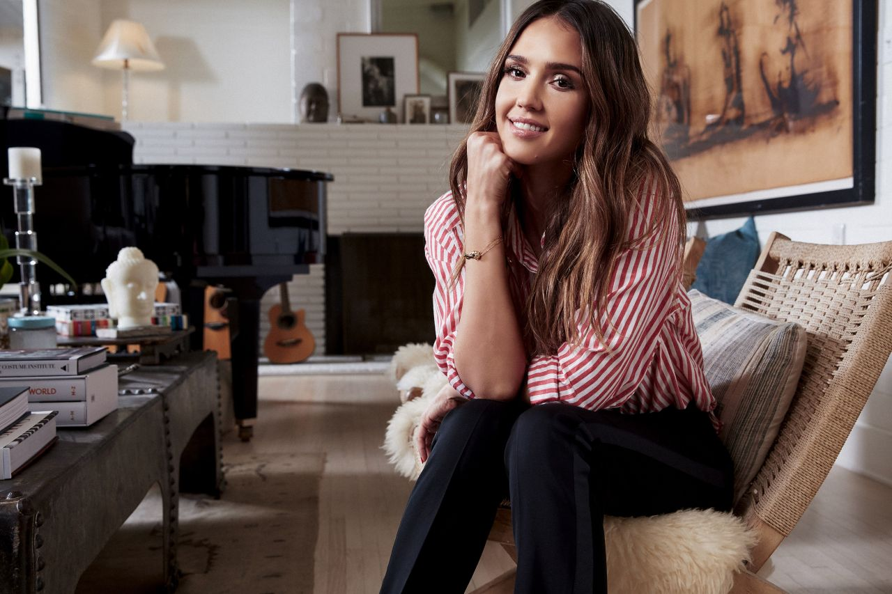 http://celebmafia.com/wp-content/uploads/2016/12/jessica-alba-for-baby2baby-vestiaire-collective-2016-2.jpg