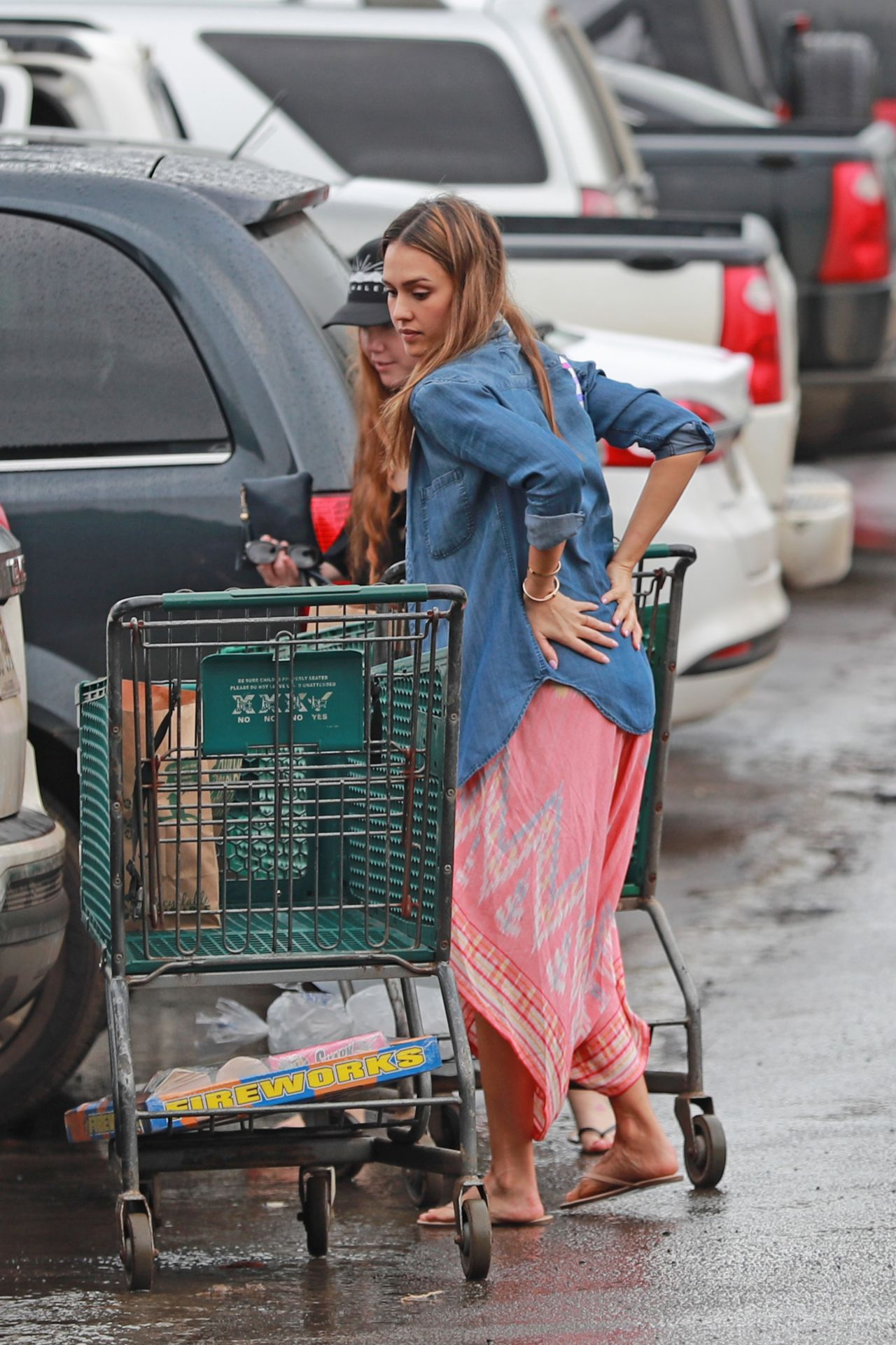 http://celebmafia.com/wp-content/uploads/2016/12/jessica-alba-gets-ready-for-new-years-eve-buying-fire-crackers-in-hawaii-12-29-2016-3.jpg