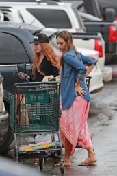 Jessica Alba Gets Ready For New Years Eve - Buying Fire Crackers in Hawaii 12/29/ 2016