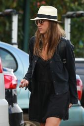 Jessica Alba Street Style - Grocery Shopping In Hawaii 12/28/ 2016
