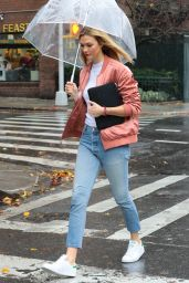 Karlie Kloss Casual Style - Out in NYC 11/30/ 2016