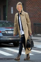Karlie Kloss Street Fashion - Out and About in New York 12/16/ 2016