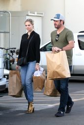 Kate Upton - Shopping in Los Angeles 12/04/ 2016