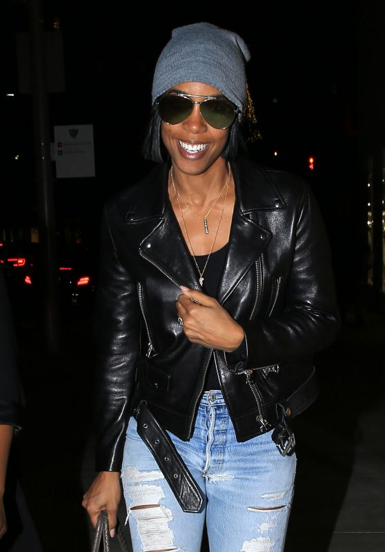 Kelly Rowland All Smiles As She Took a Shopping Trip With Friends to Beverly Hills 12/20 /2016