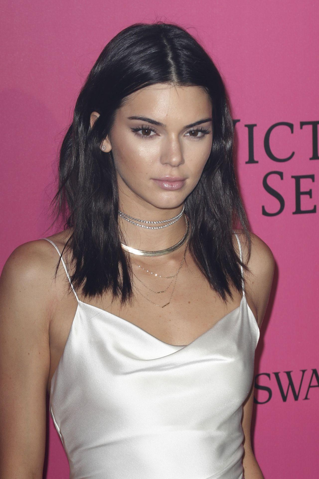 Kendall Jenner  Victorias Secret Fashion Show 2016 After -9372