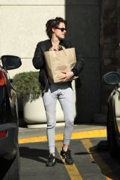 Kristen Stewart - Shopping at Gelsons in Los Feliz 12/27/ 2016